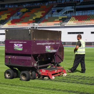 Brushing artificial pitch, synthetic turf installation, grass, hybrid, rubber infill