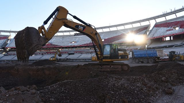SIS Pitches construction on new pitch at River plate
